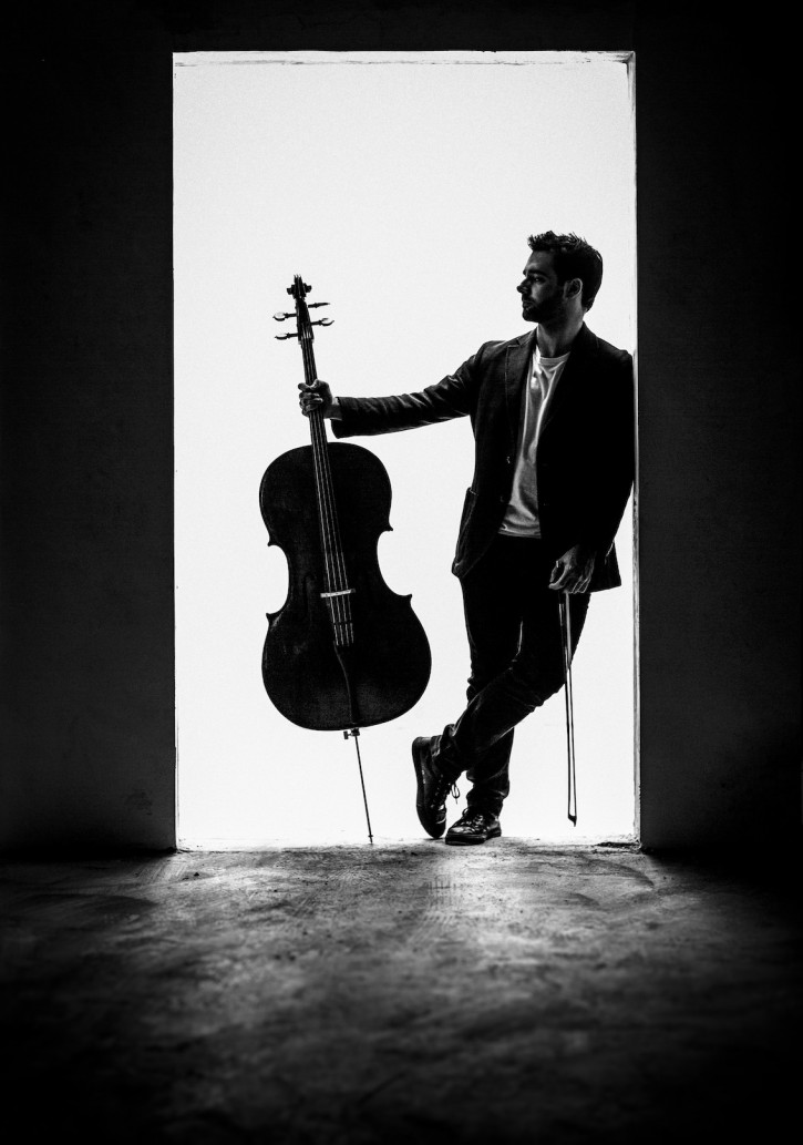 Pablo Ferrández in silhouette with his cello