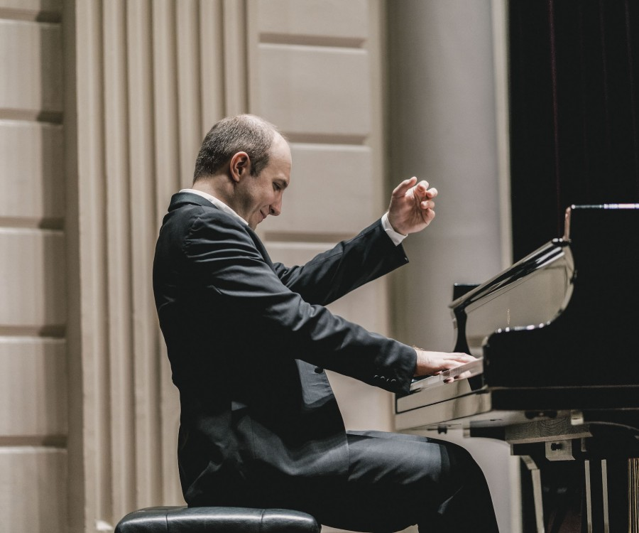 Alexander Gavrylyuk, playing the piano in performance.