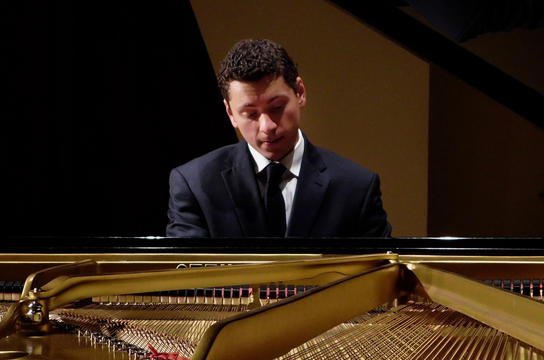 Dominic Cheli playing piano