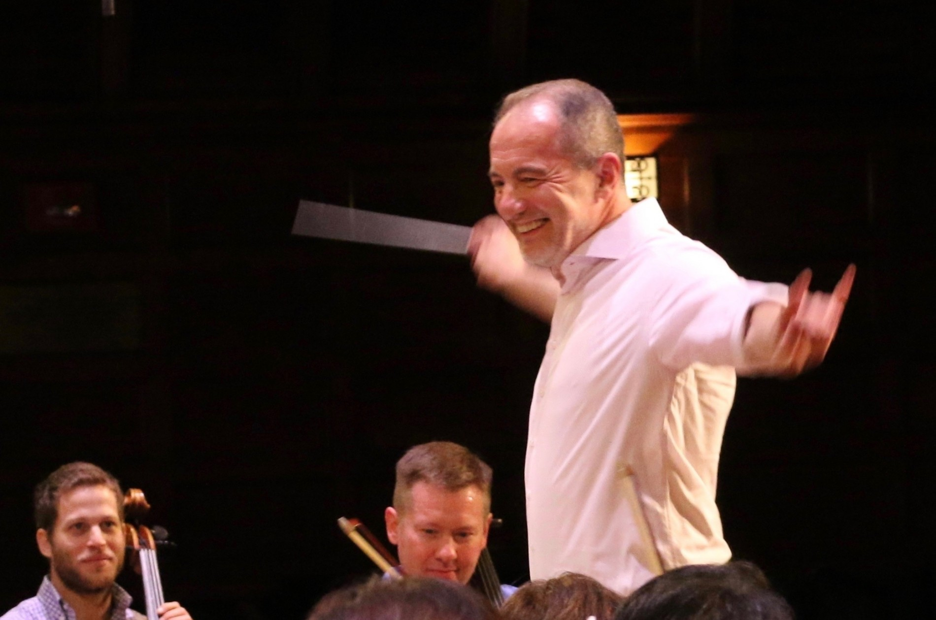 Rossen Milanov conducting in rehearsal